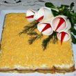 Sałatka z jajkami i tuńczykiem na krakersach tocokocham.com
