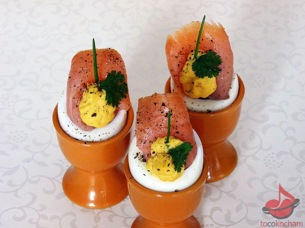 Jajka faszerowane łososiem wędzonym tocokocham.com