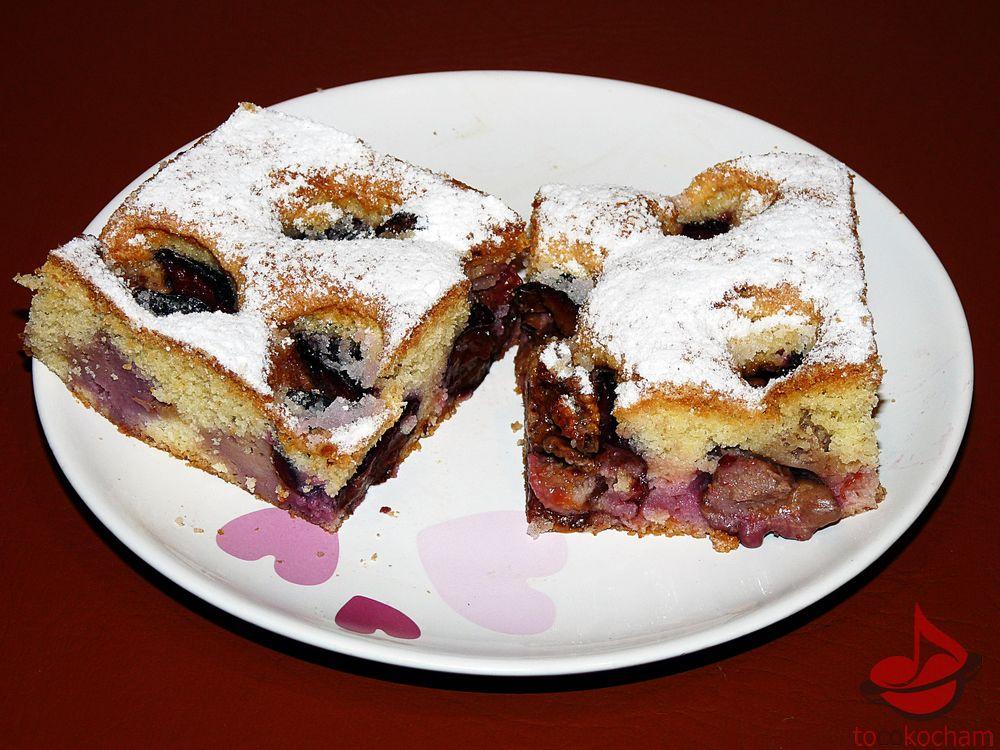 Ciasto znadziewanymi śliwkami tocokocham.com