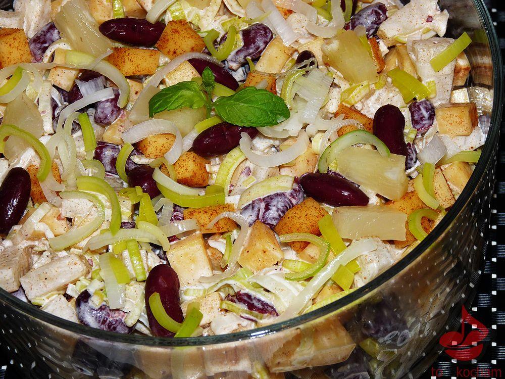 Sałatka zżółtym serem iczerwoną fasolą tocokocham.com