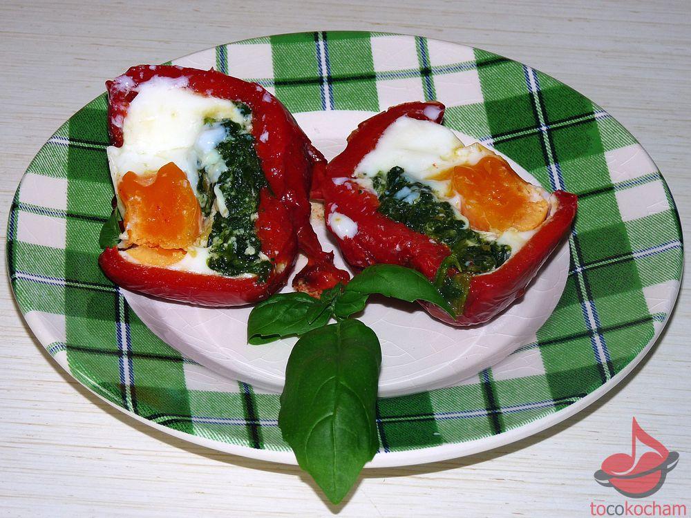 Pieczona papryka zeszpinakiem ijajkiem tocokocham.com
