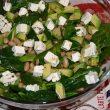 Zielona sałatka szpinakowa z awokado tocokocham.com