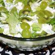 Sałata lodowa z kiwi i winogronem tocokocham.com