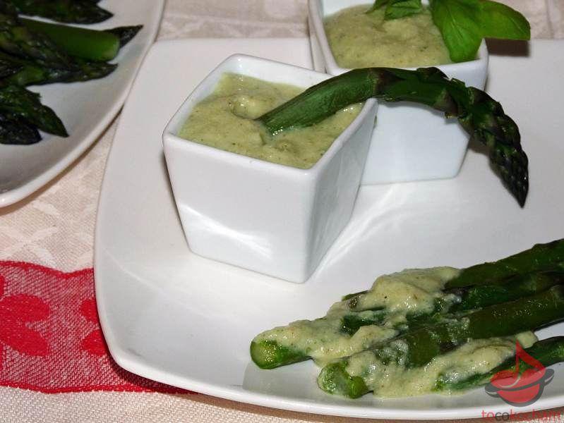 Szparagi wsosie jaglano-bazyliowym tocokocham.com