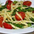 Makaron ze szparagami i pomidorkami tocokocham.com