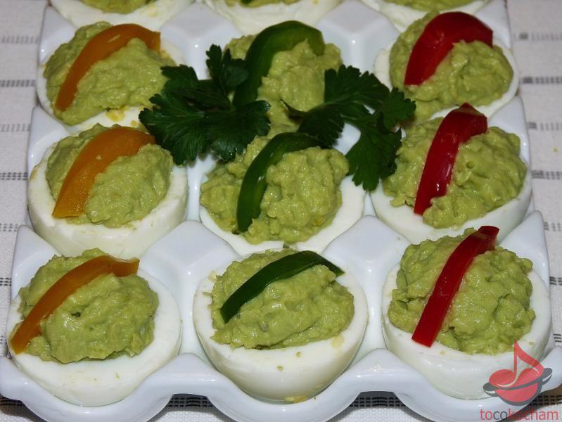 Jajka faszerowane pastą zawokado tocokocham.com
