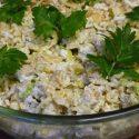 Makaronowa sałatka zkurczakiem, porem iananasem